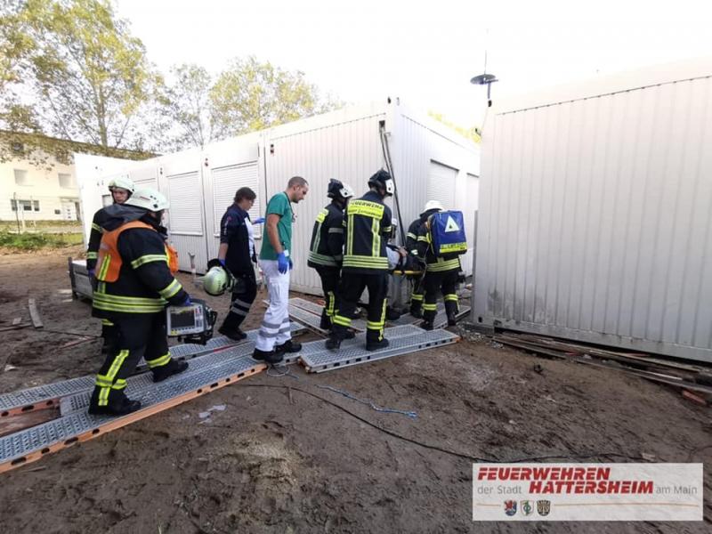 Unterstützung Rettungsdienst und Abstransport der verletzten Person