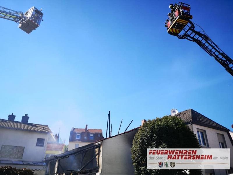 Drehleiter der Feuerwehr Hattersheim in Bereitstellung