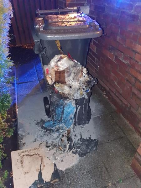 Ausgebrannte Mülltonne