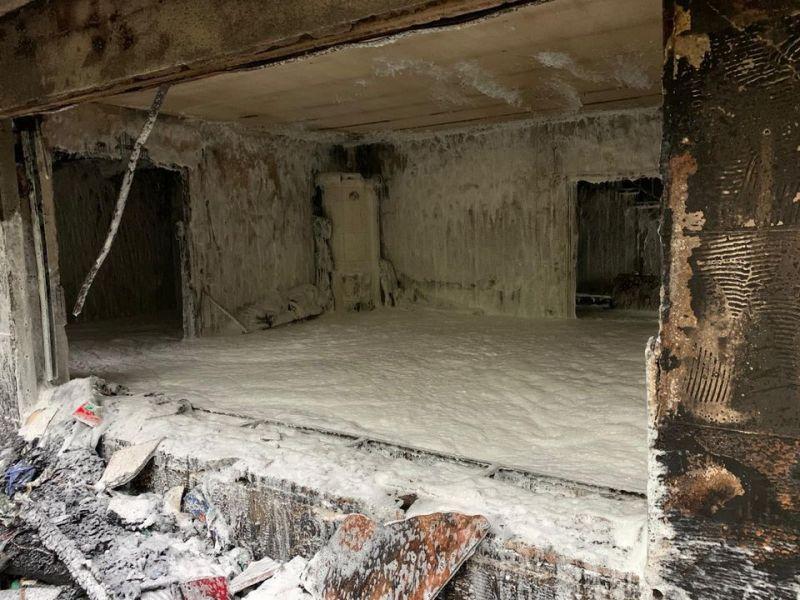 ... wurde der Raum komplett eingeschäumt mit Schwerschaum