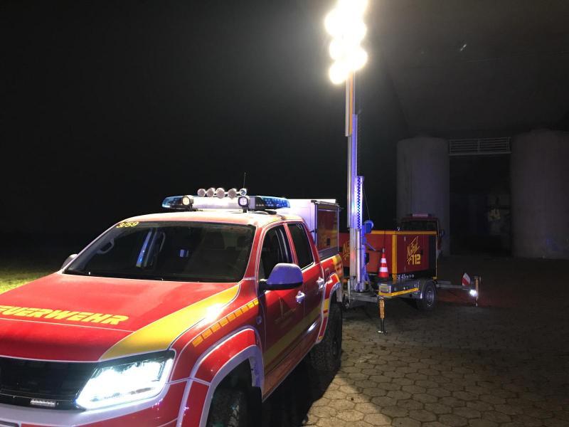 Feuerwehr Eddersheim mit Anhänger Lichtmast