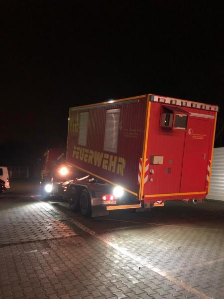 Wechselladerfahrzeug Feuer Hattersheim mit dem Abrollcontainer Technische Einsatzleitung