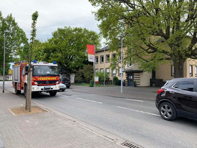 Löschgruppenfahrzeug Lf10 KatS der Feuerwehr Okriftel auf Anfahrt