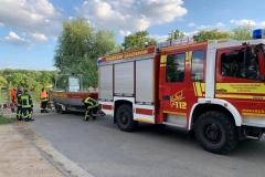 Zu Wasser lassen des Feuerwehrmehrzweckbootes der Feuerwehr Eddersheim